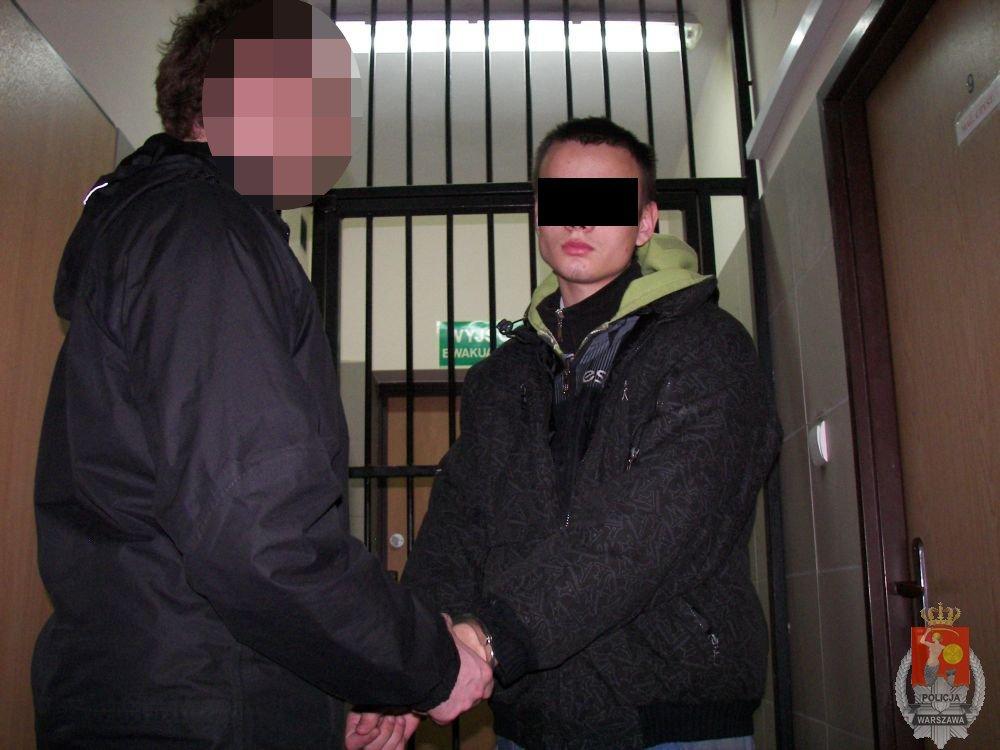 Jeden ze sprawców rozbojów na Zaciszu (fot. Policja)