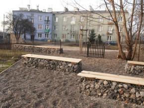 Podwórko przy Naczelnikowskiej odnowione w ramach rewitalizacji w poprzednich latach / fot. targowek.info