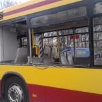 Dźwig rozpruł miejski autobus