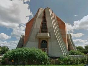 Budow akościoła św. Barnaby Apostoła wiosną 2011 / fot. Google Street View