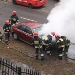 Pożar samochodu na Zaciszu [wideo]