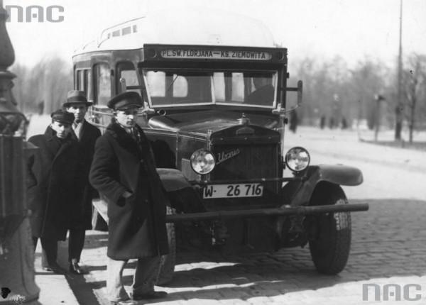 Taki autobus na podwoziu polskiego samochodu Ursus kursował z Targówka na Pragę / fot. NAC