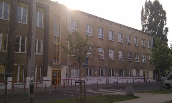 Liceum im. płk Leopolda Lisa-Kuli / fot. www.targowek.to