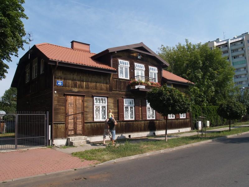 Drewniak przy ul. Siedzibnej/ fot. www.targowek.info