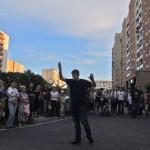 Tłumy na ulicznym spektaklu na Bródnie