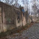 Zniszczone macewy na Cmentarzu Żydowskim