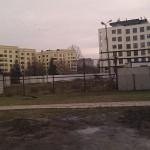 Nowy budynek z widokiem na pole PGR