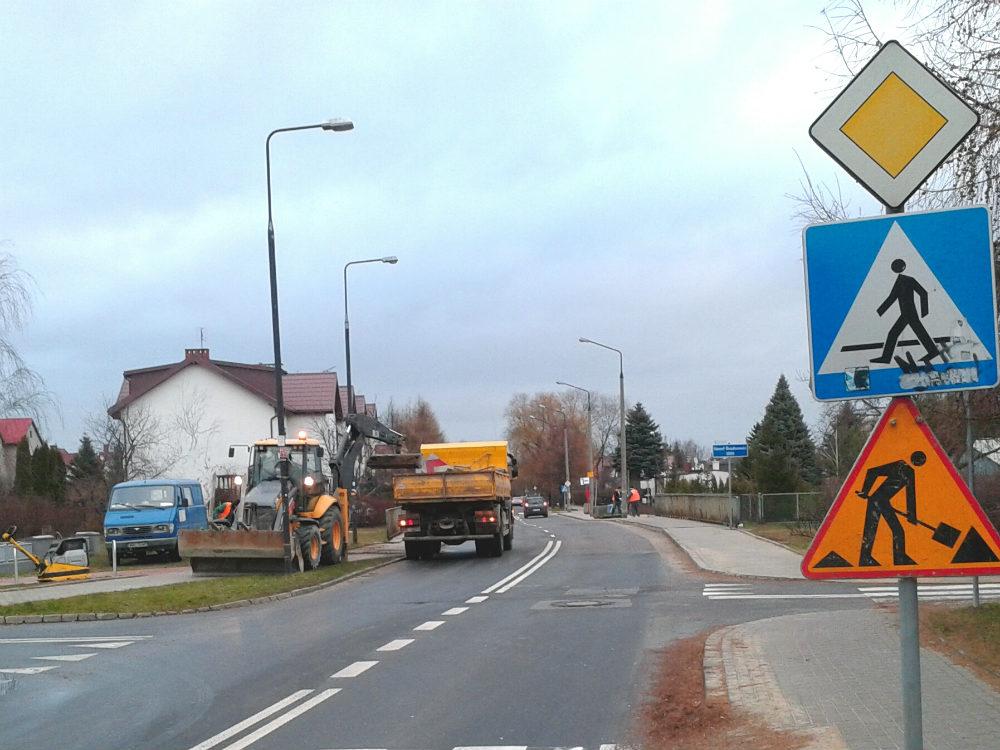 Budowa przystanków autobusowych po obu stronach ul. Rolanda /fot. targowek.info