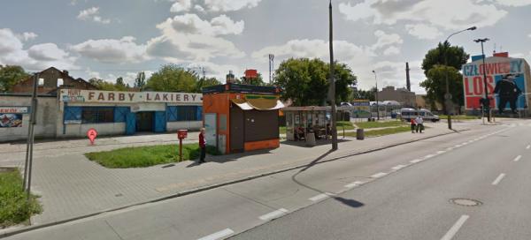 Radzymińska 154. Zdjęcie archiwalne z Google Street View. Kioski przy przystanku już nie ma