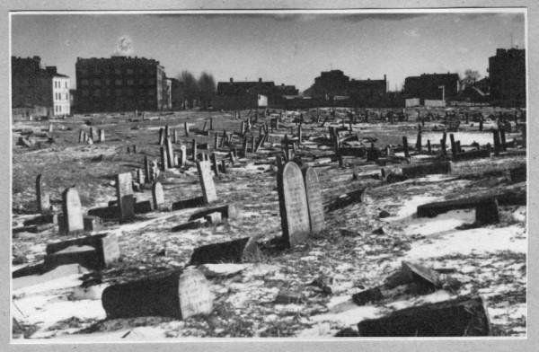 Cmentarz Żydowski tuż po wojnie na zdjęciu Leopolda Sempolińskiego