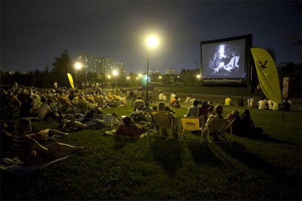Jeden z zeszłorocznych pokazów w Parku Bródnowskim / fot. Filmowa Stolica
