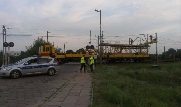Naprawianie zerwanych przewodów / fot. Targowek.info