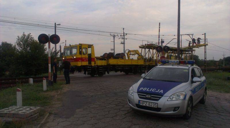 Tory naprawiano z pociągu technicznego PKP / fot. Targowek.info