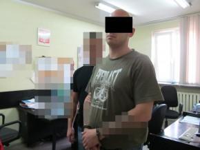 Pomiędzy pikselami można dostrzeć Pawła B. - złodzieja z Targówka / fot. Policja