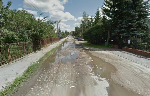 Dalej są kocie łby i wielkie dziury / fot. Google Maps