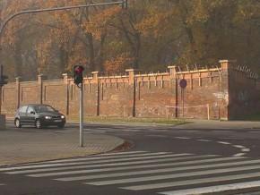 Mur jest prowizorycznie łatany / fot. targowek.info