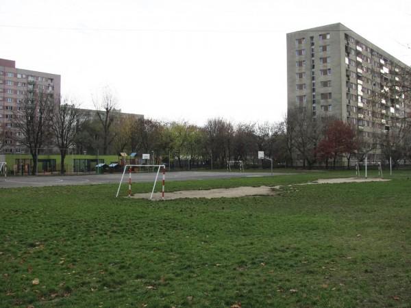 Boisko przy SP 285 nie zmieniło się od 40 lat / fot. targowek.info