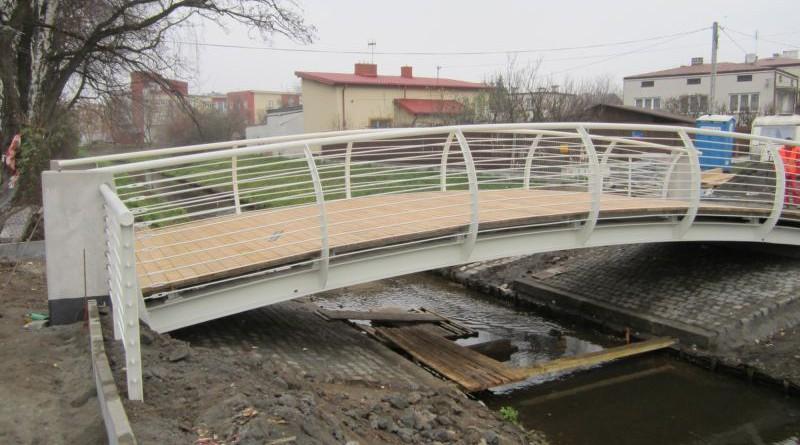 Budowa mostku u zbiegu Drapińskiej z Błędowską w wakacje poprzedniego roku / fot. targowek.info