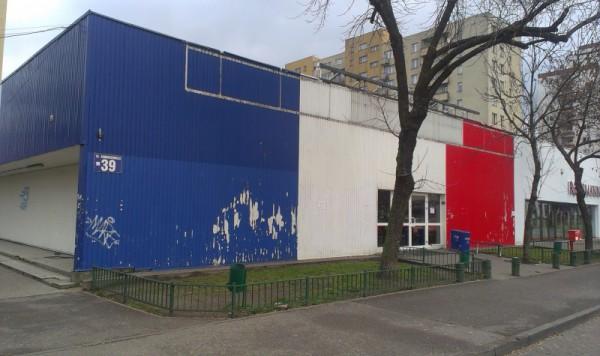 Może przy okazji zmian pawilon po Tesco przyjedzie remont?  / fot. targowek.info