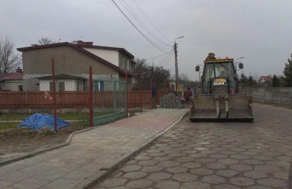 Budowa chodnika na Bukowieckiej / fot. targowek.info