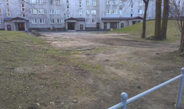 Tu mieszkańcy Orłowskiej do niedawna parkowali swoje samochody / fot. targowek.info