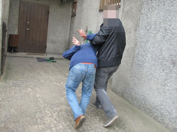 Jeden z bandytów, którzy napadli na Taksówkarza, już w rękach policji /fot. Policja