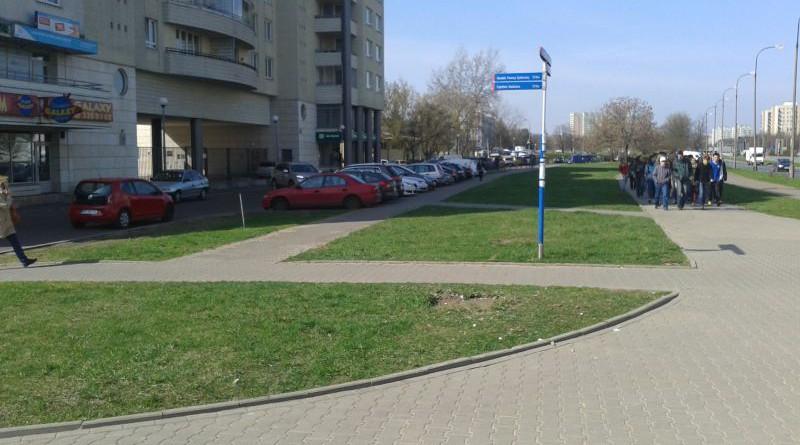 trawnik przy Kondratowicza