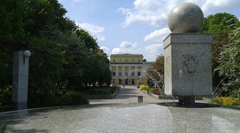 Działająca (wreszcie) fontanna w Parku Wiecha /fot. targowek.info