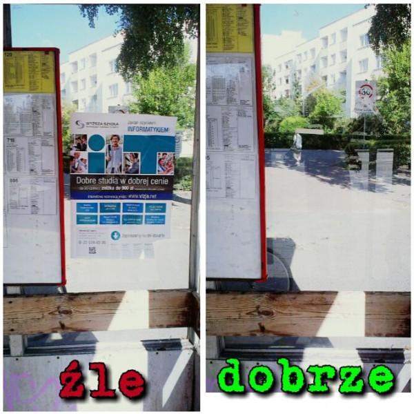 Plakat wyższej uczelni na przystanku Trocka