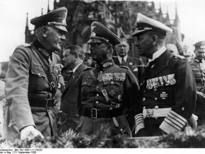 Generał Werner von Fritsch (w środku) podczas parady w 1936 r. / fot. Bundesarchiv Deutschland