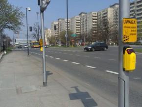 Guziki przy Wysockiego zamontowano już wcześniej. Ścieżka powstanie dopiero teraz / fot. targowek.info