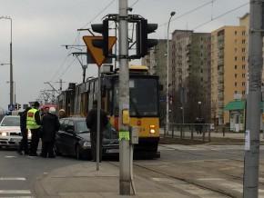 Wypadek tramwaju i samochodu na Bródnie /fot. czytelnik targowek.info