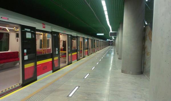 Jeden z pierwszych pociągów metra z Woli na Pragę / fot. targowek.info
