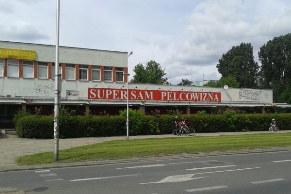 """Sklep """"Pelcowizna"""" przy ul. Bazylińskiej / fot. archiwum targowek.info"""