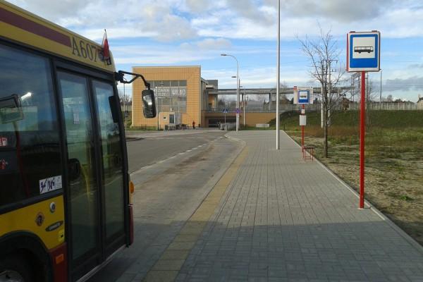 Autobus 170 przy stacji Zacisze-Wilno /fot. archiwum targowek.info