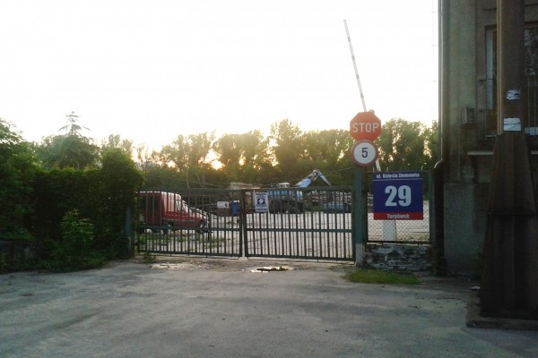 Wjazd na teren firmy Segromet /fot. archiwum targowek.info