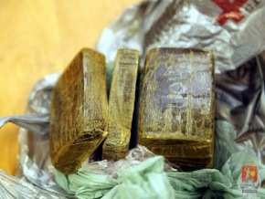 Haszysz w kostkach, zerekwirowany przez policję na Targówku Fabrycznym /fot. policja