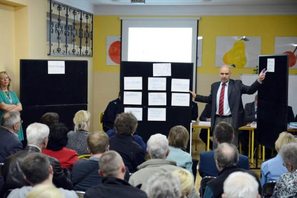 Konsultacje w sprawie progów na Zaciszu / fot. Urząd Dzielnicy