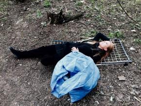 Zamieszkała w Parku Bródnowskim. To nie bezdomna, to artystka
