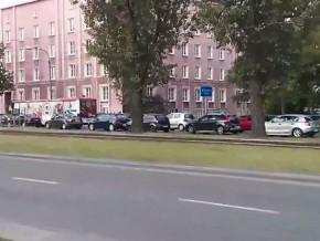 Korek-gigant na ul. Odrowąża / fot. youtube