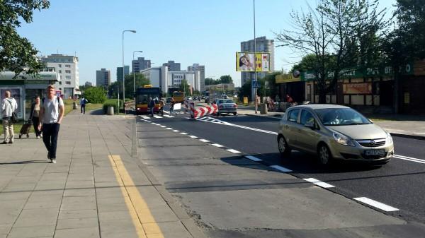 Św. Wincentego po frezowaniu: ulica równa, przystanki fatalne, na środku wciąż trwają prace / fot. targowek.info