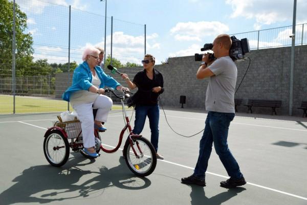 Pierwsza użytkowniczka 3-kołowego roweru udziela pierwszego wywiadu /fot. Urząd Dzielnicy