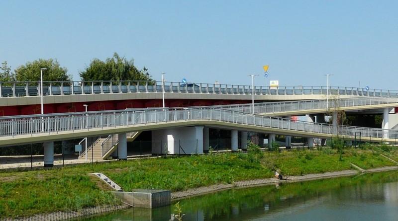 Nowa kładka dla pieszych nad Trasa Toruńską / fot. IKEA/mat.prasowe