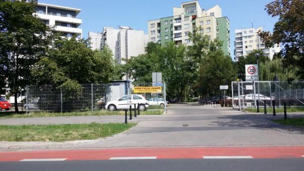 Parking piętrowy powstanie w miejscu tego społecznie strzeżonego / fot. targowek.info