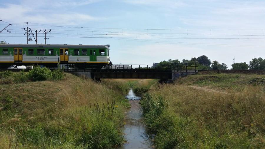 Od mostu pod torami na Dworzec Wileński w kanale znów jest woda.