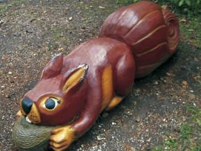 Wiewiórka, bliska krewna misio-bobra z placu zabaw przy ul. Bystrej