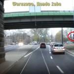 Absurd drogowy na Rondzie Żaba