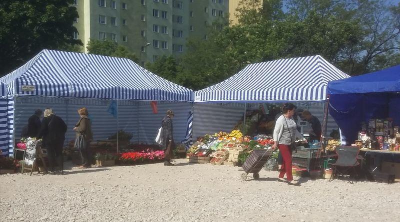 Namiotowy bazarek przy Trockiej / zdjęcia targowek.info