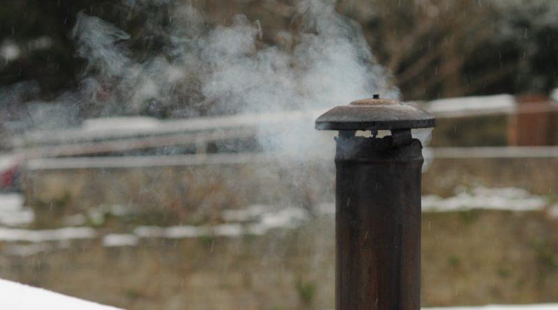 Czym palą w piecach na Zaciszu? Straż miejska obiecuje to kontrolować