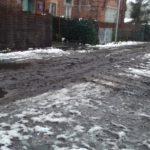 Ulica Oliwska tonie w błocie – a mogłaby być perełką Warszawy